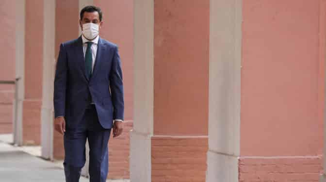 Las encuestas impulsan a Juanma Moreno en Andalucía pero le dejan en manos de Vox