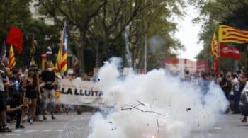 Radicales independentistas provocan altercados en la jefatura de la Policía Nacional en Barcelona