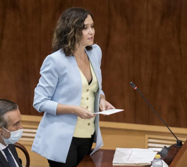"""El ataque de Ayuso a Mónica García: del 'look pepero' con Ana Rosa a """"perrear"""" en la SER"""