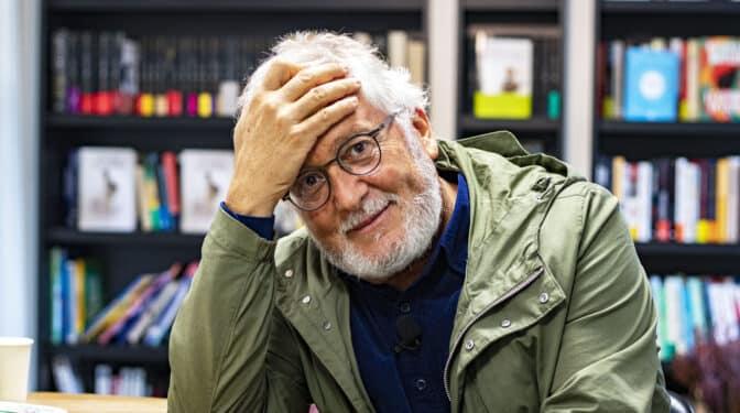 """Héctor Abad Faciolince: """"Es una tontería sentir tanto el propio país, pero es irremediable"""""""