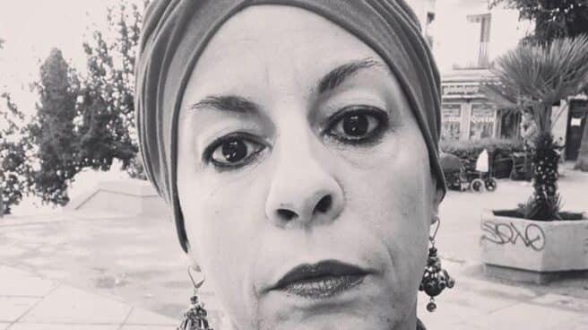 Selfie de la actriz, Cristina Medina, con un turbante en la cabeza