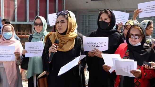 Un grupo de mujeres defiende sus derechos en Kabul