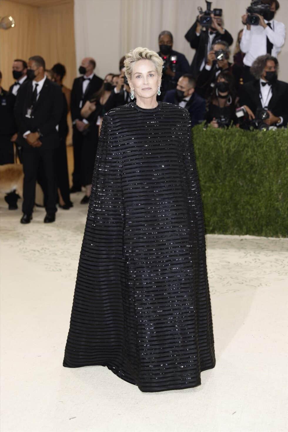 La actriz Sharon Stone, en un 'total look' negro de Thom Browne