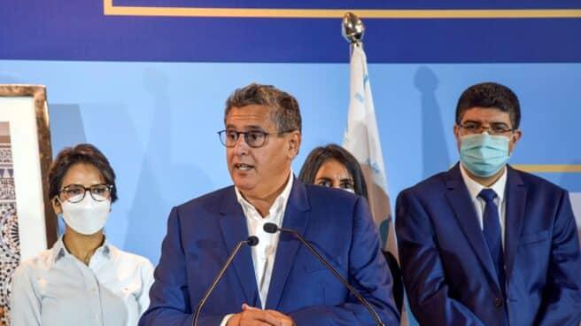 El millonario Aziz Ajanuch, líder de la Reagrupación Nacional de Independientes, en rueda de prensa, tras su victoria