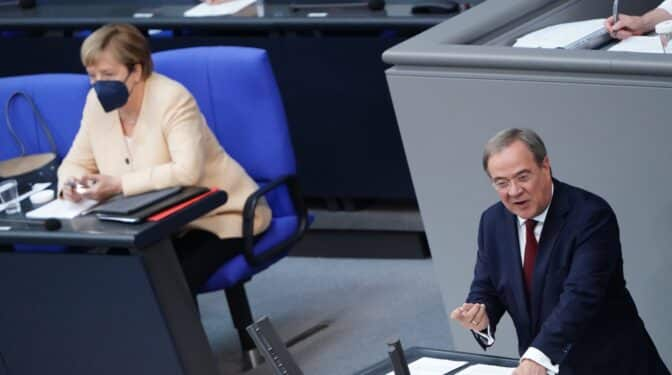 El partido de Merkel, en caída libre en los sondeos, por un heredero que no convence