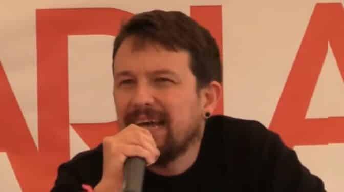 """Irrumpen el discurso de Pablo Iglesias en la fiesta del Partido Comunista a grito de """"¡Dónde está el progreso!"""""""