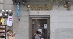 Los sindicatos de Banco Sabadell convocan concentraciones contra el ERE este jueves