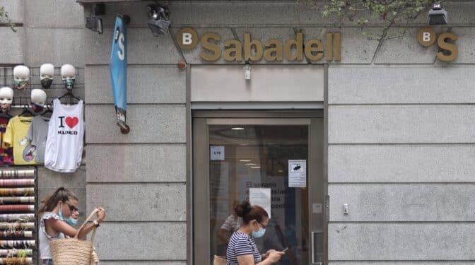 Sabadell plantea en el ERE el cierre de 320 oficinas