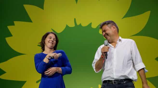 Los líderes de los Verdes, Annalena Baerbock, y Robert Habeck, tras conocer los resultados del 26-S