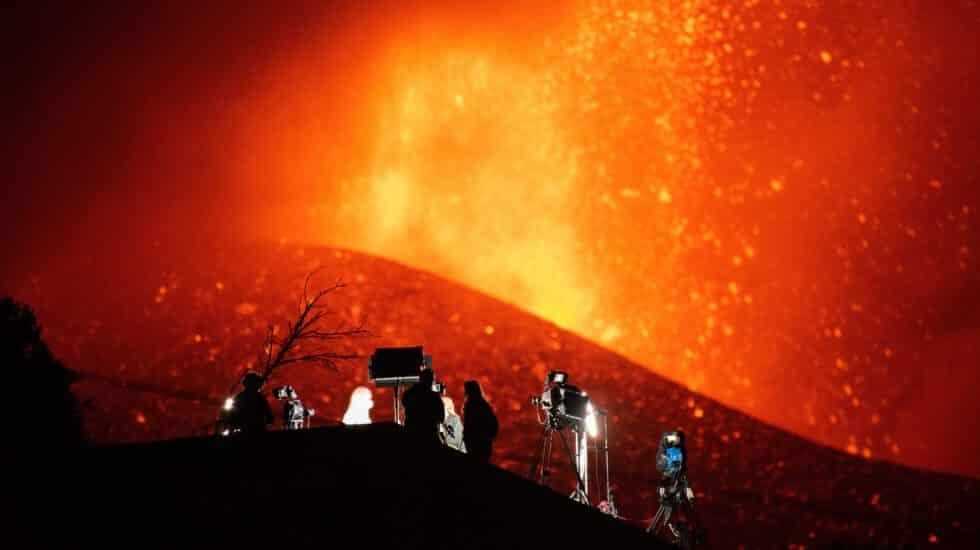 El volcán de La Palma muestra fases más explosivas tras seis días de erupción