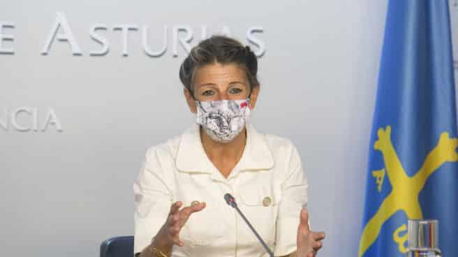 La vicepresidenta segunda y ministra de Trabajo y Economía Social, Yolanda Díaz, en una rueda de prensa en Oviedo.