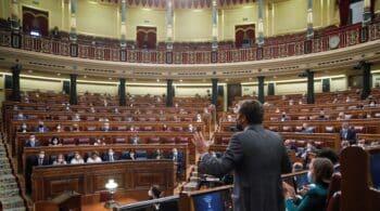 """Casado acusa a Sánchez en el Congreso de presidir el Gobierno """"más radical"""" de Europa"""