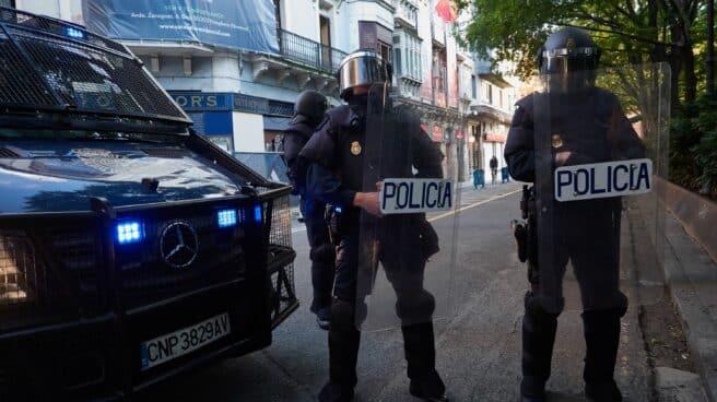 Antidisturbios de la Policía Nacional, en un operativo en Pamplona.