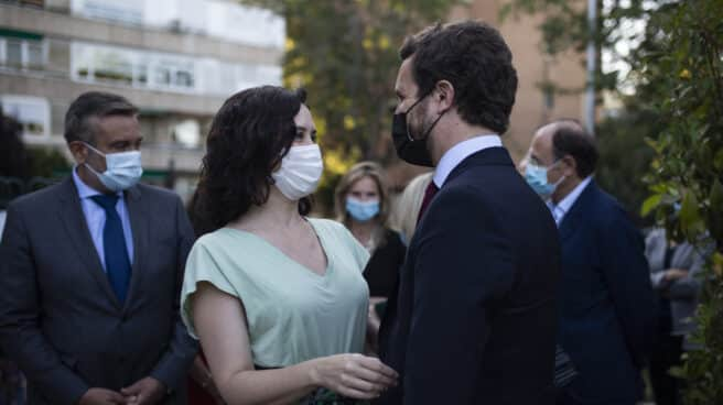 La presidenta de la Comunidad de Madrid, Isabel Díaz Ayuso y el líder del PP, Pablo Casado.
