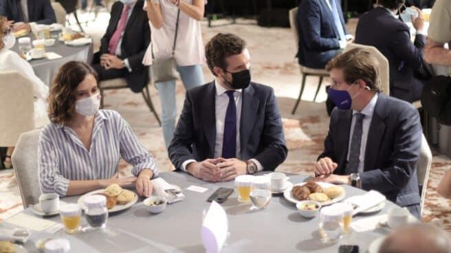 La presidenta de la Comunidad de Madrid, Isabel Díaz Ayuso; el presidente del PP, Pablo Casado, y el alcalde de Madrid, José Luis Martínez-Almeida.