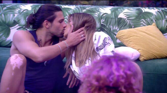 Beso entre dos concursantes del reality de Telecinco: 'Secret Story'