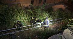 Los bomberos rescatan de un pozo de 8 metros a una niña en Madrid