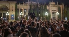 Cientos de personas participan en un botellón con incidentes en Barcelona