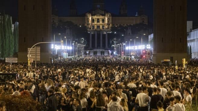 Cientos de personas hacen botellón en Barcelona en el primer día de las fiestas de la Mercé.