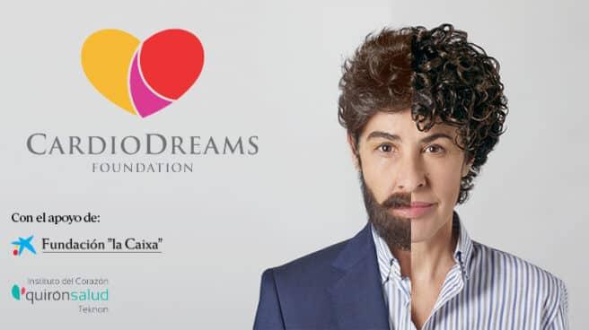 Foto de la campaña de CardioDreams en la que sale la cantante Nina de OT al lado derecho con una imagen retocada en la que es mitad hombre, mitad mujer.