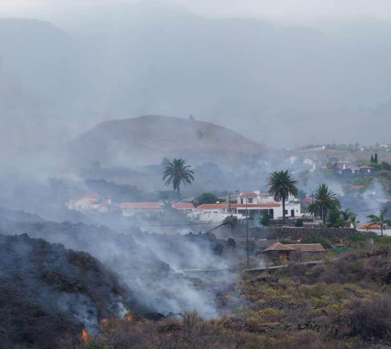 Recalificaciones, un vacío legal y un futuro fértil: qué pasará con las propiedades arrasadas por la lava