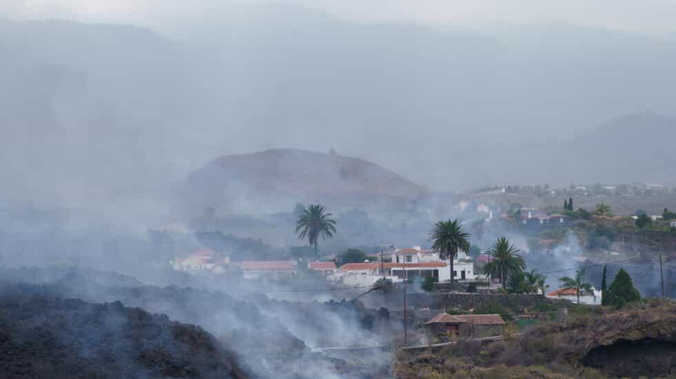 Las autoridades desalojar en barrio de Todoque, en La Palma, ante el avance de la colada de lava