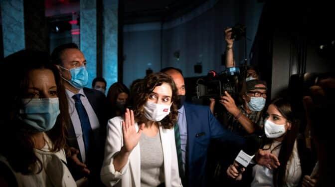 Madrid apunta al fin de las mascarillas en interiores para después de Navidad