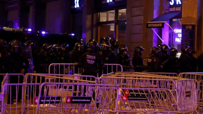 Los Mossos actúan durante los altercados en la Diada del 11-S.
