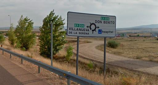Cartel en la carretera que lleva a Villanueva de la Serena y Don Benito.
