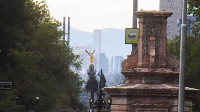 Pedestal de la estatua de Cristóbal Colón retirada de una céntrica calle de Ciudad de México.
