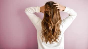 ¿Sabías que el estrés hace que se nos caiga el pelo?