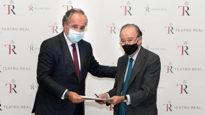 Demetrio Carceller Arce, presidente de la Fundación Damm, y Gregorio Marañón y Bertrán de Lis, presidente del Teatro Real
