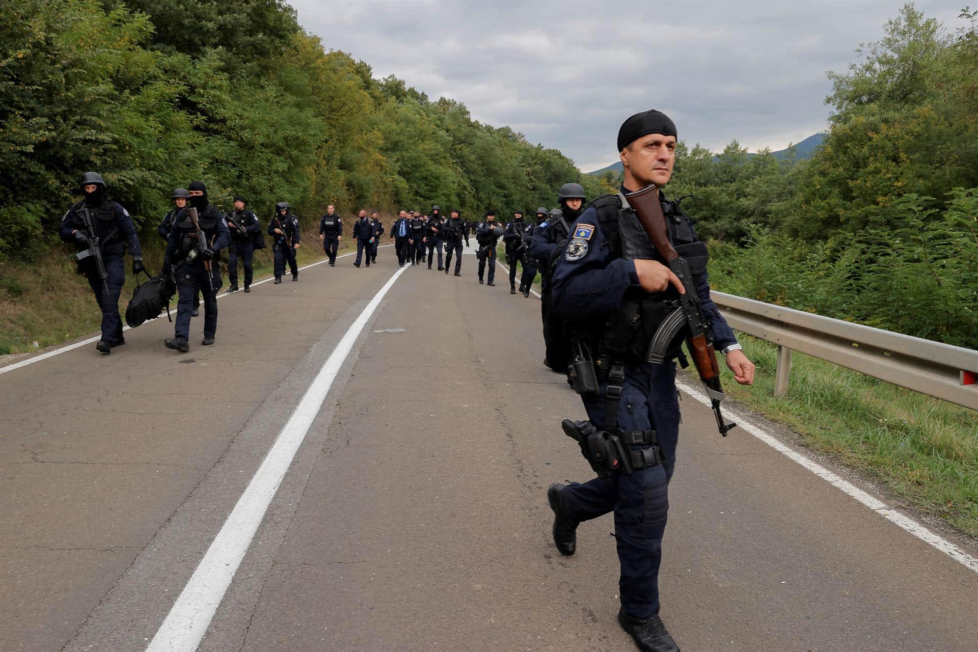 Una patrulla de las fuerzas especiales de Kosovo, junto al paso fronterizo de Jarinje.