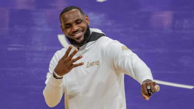 El alero de Los Angeles Lakers, LeBron James.