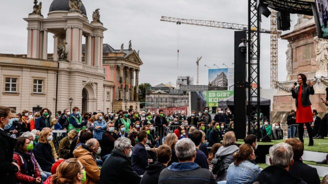 Annalena Baerbock se dirige a sus simpatizantes durante un mítin de Los Verdes en Potsdam.