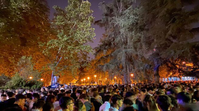 Botellón en Ciudad Universitaria (Madrid) a 18 de septiembre de 2021