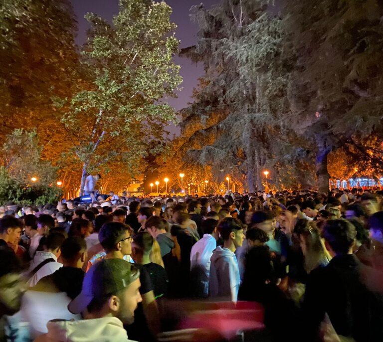 Desmadre en el macrobotellón de la Ciudad Universitaria en Madrid