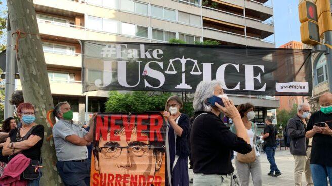 Manifestación de Asamblea Nacional Catalana (ANC) frente a la sede del consulado de Italia en Barcelona