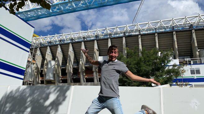 Jesús Ramírez, delante de las obras del Santiago Bernabéu