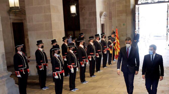 Una mesa de diálogo a medida de las urgencias de Sánchez y Aragonés