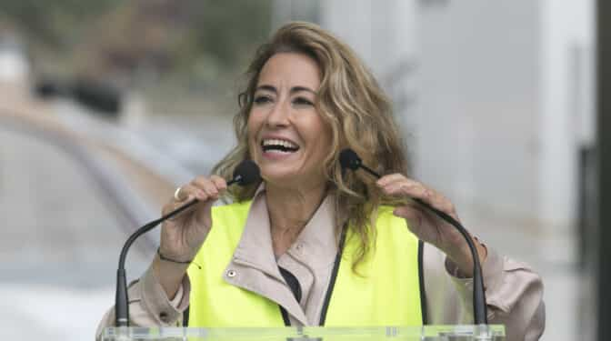 """La ministra Raquel Sánchez afirma que las """"líneas rojas"""" del diálogo son la Constitución y el Estatut"""