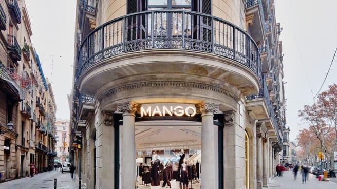 Entrada de la tienda de Mango en Las Ramblas, Barcelona