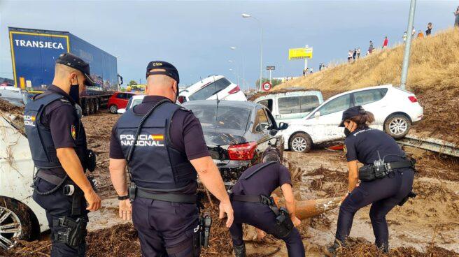 La Policía actúa en las inundaciones de Toledo.