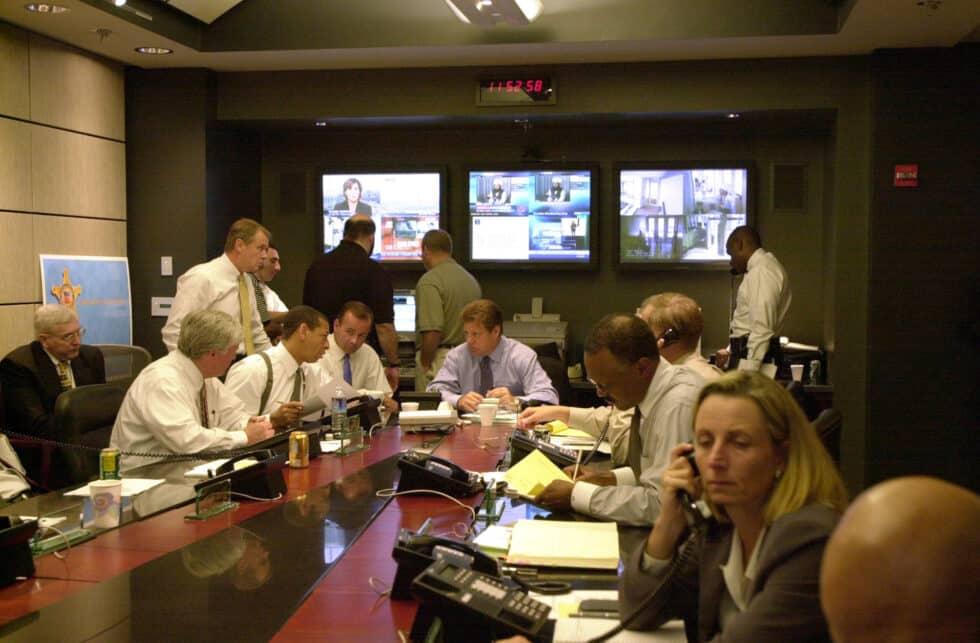 El entonces jefe del Servicio Secreto Brian Stafford durante las reuniones tras el atentado