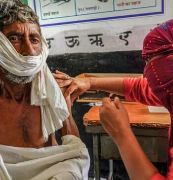 Los países ricos solo han donado el 13% de las vacunas comprometidas