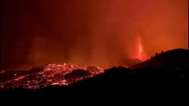 Imágenes grabadas por la Guardia Civil en el volcán de La Palma