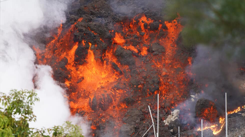 La lava avanzando por la zona de Cabeza de Vaca