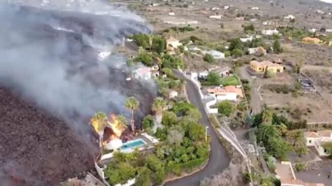 Imagen captada por un dron del avance de la lava en La Palma