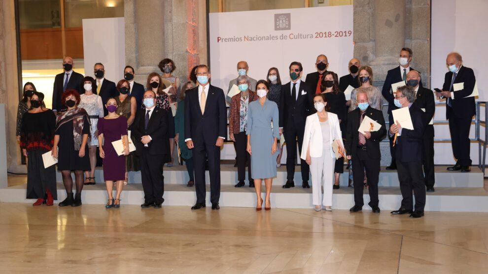 Victoria Prego -junto a la Reina- en la entrega de los Premios Nacionales de Cultura.
