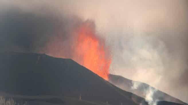Confinamiento en La Palma: instan a los vecinos de Tazacorte a permanecer en sus casas por la llegada de la lava al mar